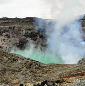 3 Nakadake-crater
